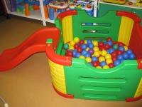 Детский игровой манеж с горкой и дверцами  (250 шариков)